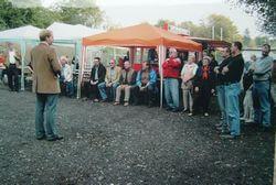 Am 24. September 2005 wurde der Platz in Anwesenheit unter anderem von Bürgermeister Claus Jacobi eingeweiht.